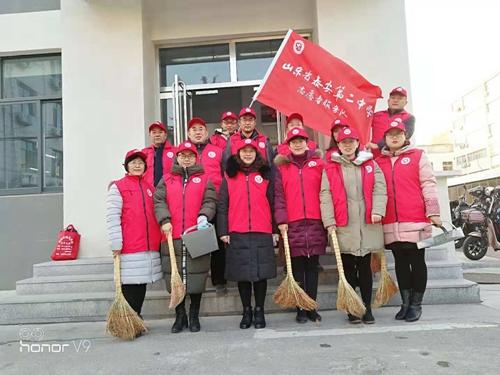 志愿者服务活动开展以来,泰安二中校园周边的文明秩序,卫生状况得到